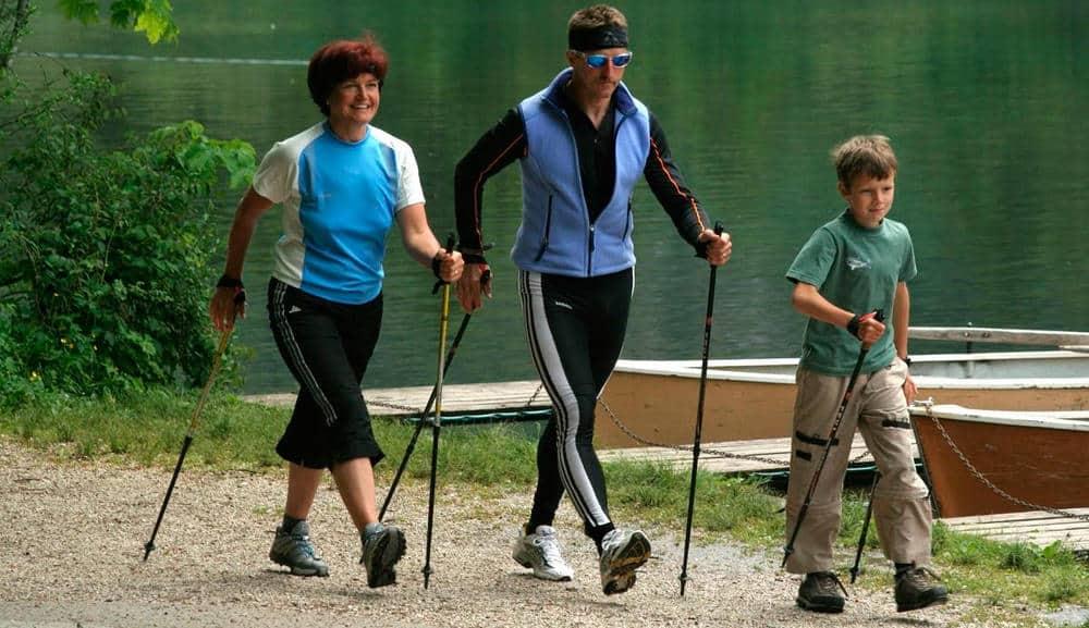 Скандинавская ходьба для престарелых